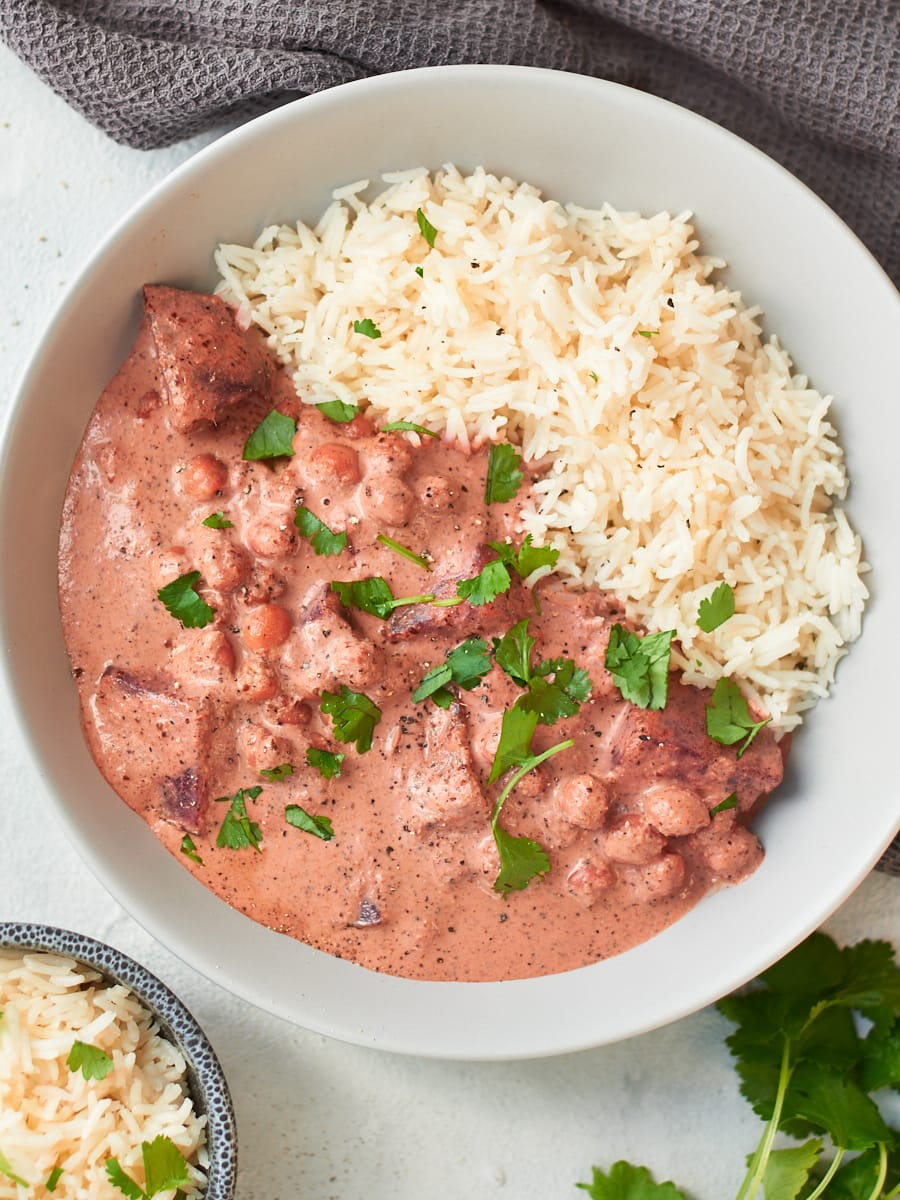 Easy vegan beetroot curry with rice 2