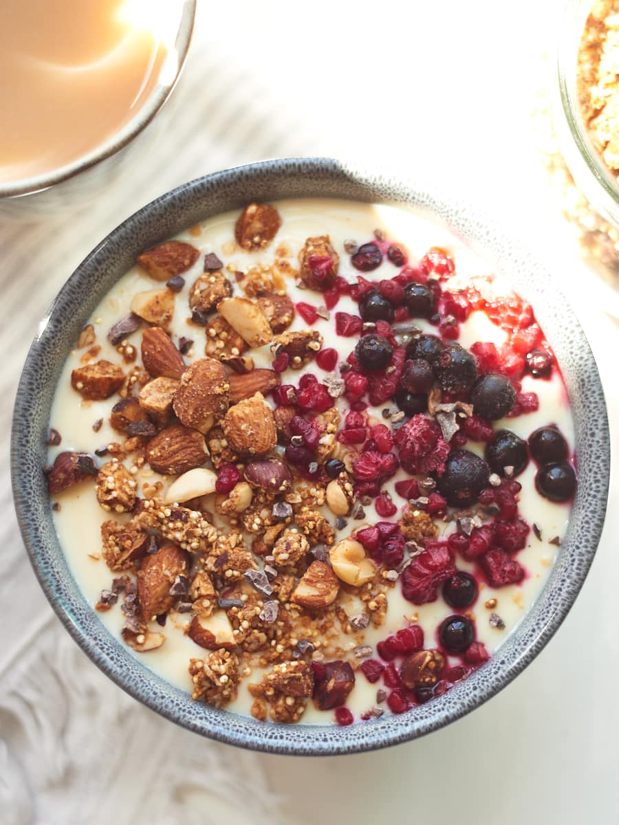 Homemade granola with yoghurt and berries 5