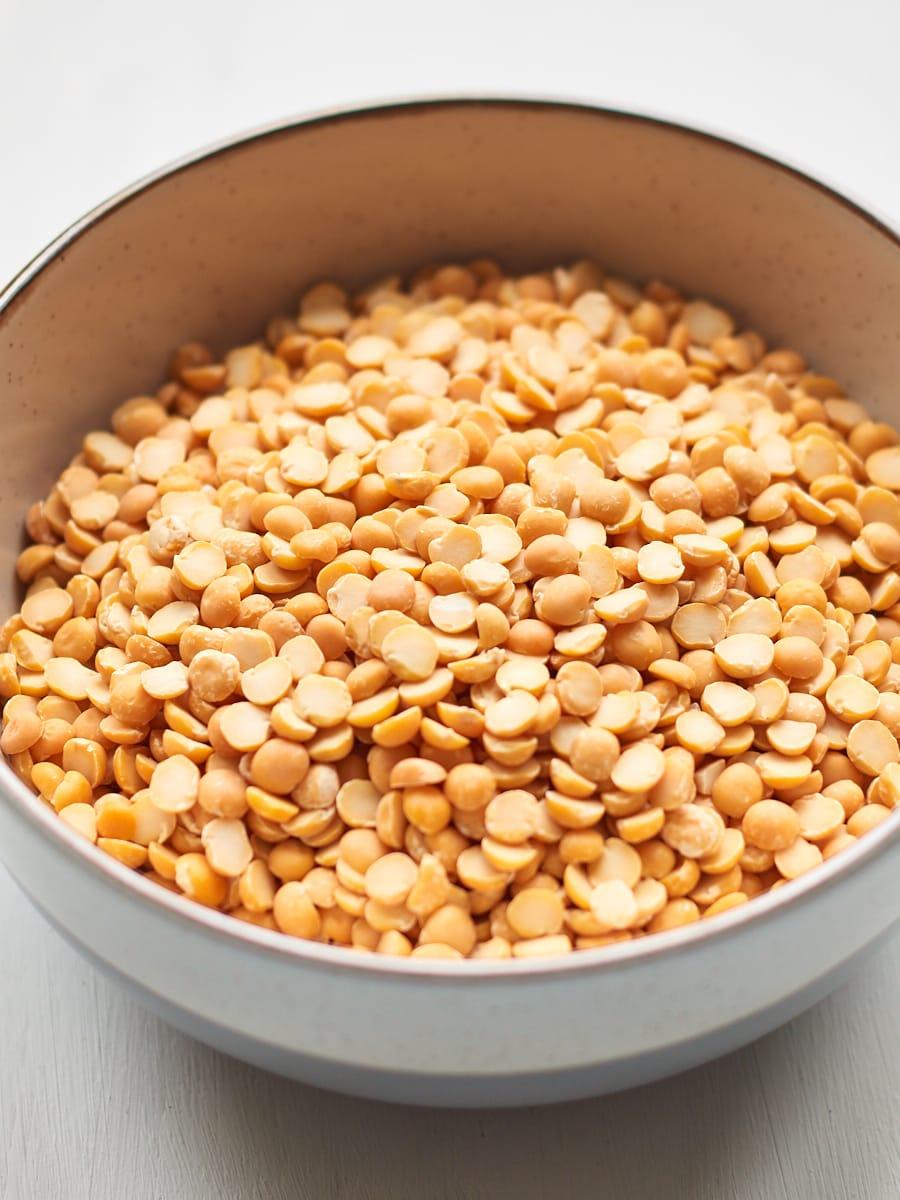 Split peas in bowl