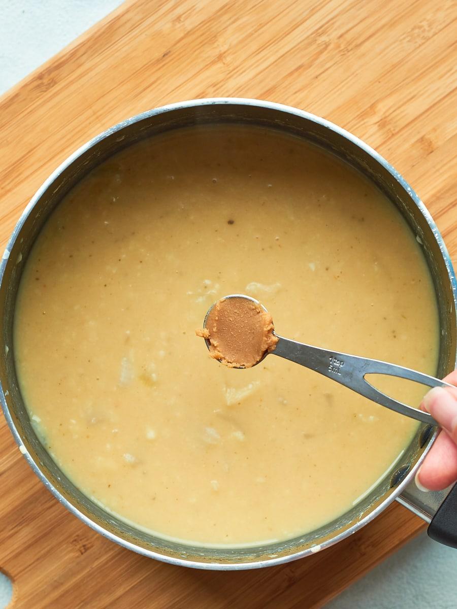 Adding miso to spaghetti carbonara sauce