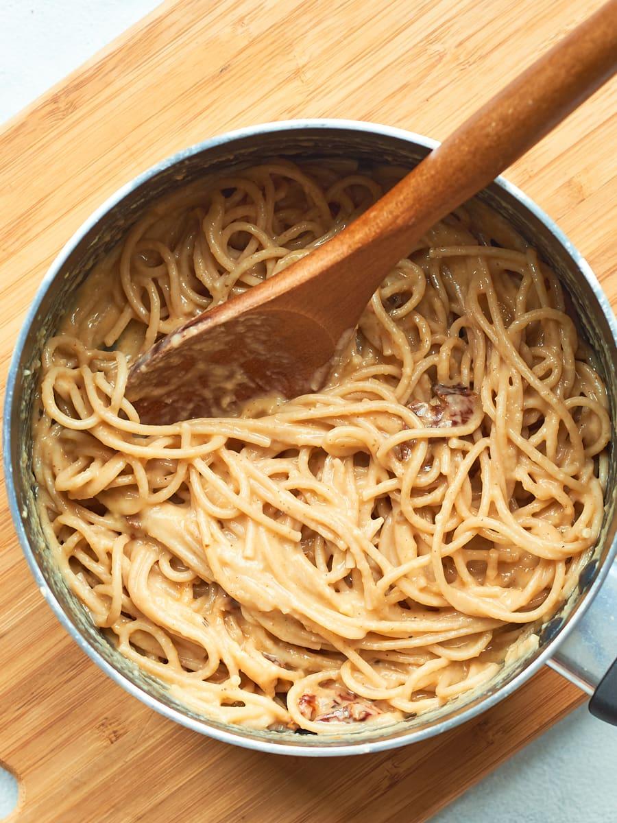 Stirring spaghetti carbonara 2