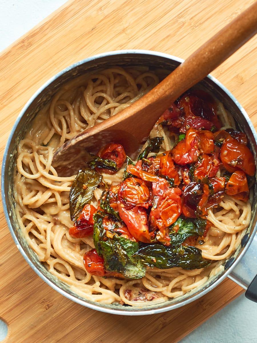 Adding roasted tomatoes to spaghetti carbonara