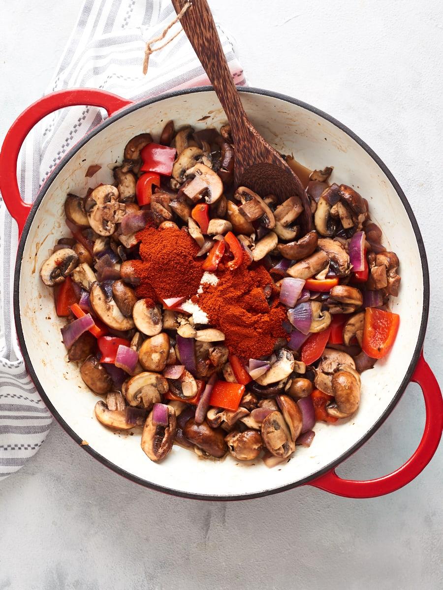 Adding paprika to vegan goulash