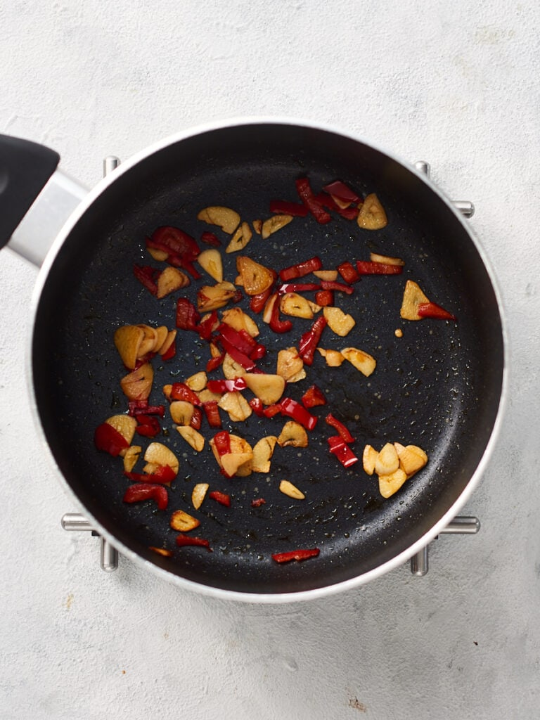 Frying garlic and chilli in pan