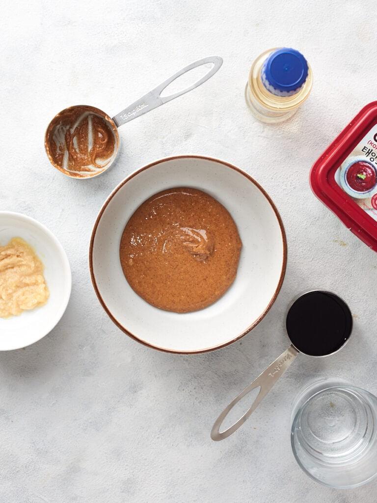Making the vegan peanut sauce